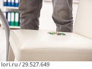 Купить «Office prank with sharp thumbtacks on chair», фото № 29527649, снято 21 августа 2018 г. (c) Elnur / Фотобанк Лори
