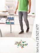 Купить «Office prank with sharp thumbtacks on chair», фото № 29527677, снято 21 августа 2018 г. (c) Elnur / Фотобанк Лори