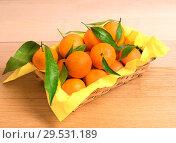 Купить «Fresh tangerines in basket», фото № 29531189, снято 18 декабря 2012 г. (c) Наталья Двухимённая / Фотобанк Лори