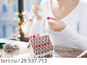 Купить «close up of woman making gingerbread house», фото № 29537713, снято 30 октября 2014 г. (c) Syda Productions / Фотобанк Лори