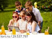 Купить «happy kids with tablet pc on birthday party», фото № 29537797, снято 27 мая 2018 г. (c) Syda Productions / Фотобанк Лори