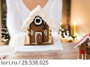 Купить «close up of woman with christmas gingerbread house», фото № 29538025, снято 30 октября 2014 г. (c) Syda Productions / Фотобанк Лори