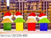 Купить «Новогодние домики на фоне строительства нового дома», фото № 29539485, снято 27 августа 2019 г. (c) Сергеев Валерий / Фотобанк Лори