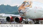 Купить «Airplane turn runway before departure», видеоролик № 29542081, снято 2 декабря 2018 г. (c) Игорь Жоров / Фотобанк Лори