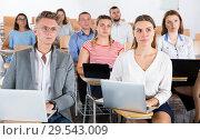 Купить «Young people using laptops on training session», фото № 29543009, снято 25 июля 2018 г. (c) Яков Филимонов / Фотобанк Лори
