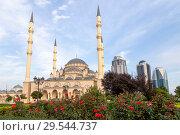 Купить «Чечня, Грозный. Мечеть им. Ахмат-Хаджи Кадырова (Сердце Чечни) и Грозный-Сити в солнечный день. Main mosque of the Chechen Republic - Akhmad Kadyrov Mosque (Heart of Chechnya) and and skyscrapers of Grozny-city», фото № 29544737, снято 7 октября 2015 г. (c) Ольга Шуклина / Фотобанк Лори
