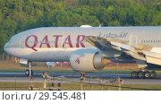 Купить «Airplane braking after landing», видеоролик № 29545481, снято 26 ноября 2017 г. (c) Игорь Жоров / Фотобанк Лори