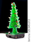 Купить «Новогодняя елка из электронной печатной платы со светодиодами», фото № 29545613, снято 4 декабря 2018 г. (c) Евгений Ткачёв / Фотобанк Лори