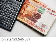 Купить «Российские деньги и карманный калькулятор на белом фоне», фото № 29546589, снято 3 декабря 2018 г. (c) Игорь Низов / Фотобанк Лори