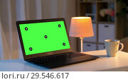 Купить «laptop with chroma key green screen on table», видеоролик № 29546617, снято 25 мая 2020 г. (c) Syda Productions / Фотобанк Лори