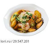 Купить «Stewed slices of potato with seafood», фото № 29547201, снято 24 августа 2019 г. (c) Яков Филимонов / Фотобанк Лори