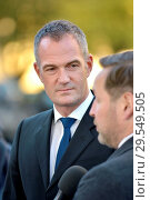 Купить «Peter Kyle MP (Labour: Hove) and Ed Vazey MP (Con: Wantage) being interviewed about Brexit on College Green, Westminster, London. 14th Nov 2018.», фото № 29549505, снято 14 ноября 2018 г. (c) age Fotostock / Фотобанк Лори