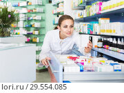 Купить «Pharmacist looking medicines in lockers», фото № 29554085, снято 26 марта 2018 г. (c) Яков Филимонов / Фотобанк Лори