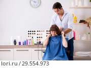 Купить «Young woman visiting young handsome barber», фото № 29554973, снято 9 августа 2018 г. (c) Elnur / Фотобанк Лори