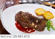 Купить «Well done fried beef loin with tomato sauce and pine nuts», фото № 29561613, снято 26 мая 2019 г. (c) Яков Филимонов / Фотобанк Лори