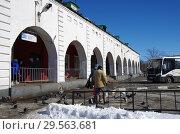 Купить «Автовокзал и Гостиный двор в Зарайске», фото № 29563681, снято 9 марта 2018 г. (c) Natalya Sidorova / Фотобанк Лори