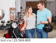 Купить «Happy man and girl is choosing modern motobikes», фото № 29564469, снято 8 мая 2018 г. (c) Яков Филимонов / Фотобанк Лори