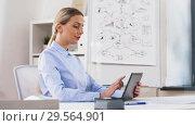 Купить «businesswoman with tablet computer works at office», видеоролик № 29564901, снято 10 декабря 2018 г. (c) Syda Productions / Фотобанк Лори