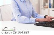 Купить «businesswoman hands typing on laptop at office», видеоролик № 29564929, снято 10 декабря 2018 г. (c) Syda Productions / Фотобанк Лори