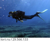 Купить «Diving in Arch area, Formentera, Balearic Islands, Mediterranean Sea, Spain. The Arch offers a rich, recreational seascape. It is an ideal dive site to...», фото № 29566133, снято 3 июня 2018 г. (c) age Fotostock / Фотобанк Лори