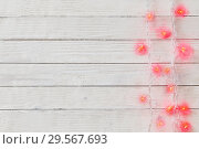 heart-shaped garland on white wooden background. Стоковое фото, фотограф Майя Крученкова / Фотобанк Лори