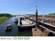 Купить «Germany, North Rhine-Westphalia- Shipyard in Duisburg's inland port», фото № 29569029, снято 19 апреля 2018 г. (c) Caro Photoagency / Фотобанк Лори