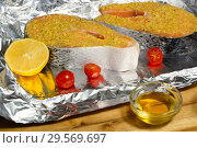 Купить «Приготовление рыбы с медом и лимоном. Куски семги на фольге перед запеканием.», фото № 29569697, снято 13 декабря 2018 г. (c) ирина реброва / Фотобанк Лори