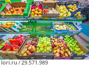 Купить «Russia, Samara, November 2018: fruits in boxes on the counter of the store for sale. Text in Russian: action», фото № 29571989, снято 29 ноября 2018 г. (c) Акиньшин Владимир / Фотобанк Лори