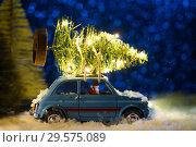 Купить «Santa delivering Christmas or New Year tree», фото № 29575089, снято 15 января 2019 г. (c) Сергей Петерман / Фотобанк Лори