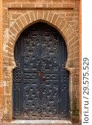 Decorated door in medina of Rabat (2018 год). Стоковое фото, фотограф Михаил Коханчиков / Фотобанк Лори