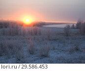 Купить «Winter landscape. Field, sunset. Fog in winter-an unusual phenomenon of nature», фото № 29586453, снято 24 апреля 2019 г. (c) Ирина Козорог / Фотобанк Лори