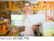 Купить «Female is demonstrating light boxes», фото № 29586745, снято 19 апреля 2017 г. (c) Яков Филимонов / Фотобанк Лори