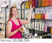 Купить «Woman take a choise fresh liquid soap», фото № 29586789, снято 2 мая 2017 г. (c) Яков Филимонов / Фотобанк Лори