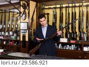 Купить «Salesman showing rifle», фото № 29586921, снято 11 декабря 2017 г. (c) Яков Филимонов / Фотобанк Лори