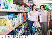 Купить «Women picking bottles with detergent», фото № 29587137, снято 9 декабря 2019 г. (c) Яков Филимонов / Фотобанк Лори