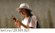 Купить «Smiling female traveler using smart phone», видеоролик № 29591021, снято 14 декабря 2018 г. (c) Ekaterina Demidova / Фотобанк Лори