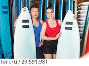 Купить «sporty couple with surf equipment in surf club», фото № 29591981, снято 30 апреля 2018 г. (c) Яков Филимонов / Фотобанк Лори