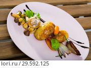Grilled mushrooms with potatoes, caramelized shallot, balsamic. Стоковое фото, фотограф Яков Филимонов / Фотобанк Лори