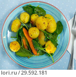 Купить «Dish of european cuisine, new hot potatoes with spinach at plate», фото № 29592181, снято 22 апреля 2019 г. (c) Яков Филимонов / Фотобанк Лори