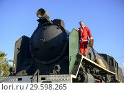 Купить «Man in Santa outfit on old locomotive», фото № 29598265, снято 19 декабря 2017 г. (c) age Fotostock / Фотобанк Лори