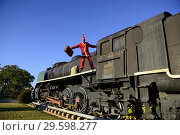 Купить «Man in Santa outfit on old locomotive», фото № 29598277, снято 19 декабря 2017 г. (c) age Fotostock / Фотобанк Лори