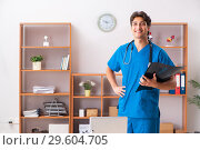Купить «The young handsome doctor radiologyst working in clinic», фото № 29604705, снято 10 августа 2018 г. (c) Elnur / Фотобанк Лори