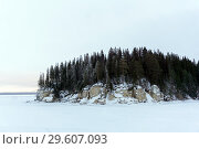 Купить «Winter landscape with a rocky island on a frozen river», фото № 29607093, снято 19 декабря 2018 г. (c) Евгений Харитонов / Фотобанк Лори