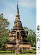 Купить «Древняя пагода и статуя Будды в историческом парке Сукхотай. Таиланд», фото № 29607489, снято 22 января 2019 г. (c) Александр Романов / Фотобанк Лори