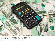 Калькулятор лежит на деньгах. Стоковое фото, фотограф Игорь Низов / Фотобанк Лори