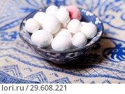 Купить «Cranberries in powdered sugar in a blue cup on the table», фото № 29608221, снято 20 декабря 2018 г. (c) Яна Королёва / Фотобанк Лори