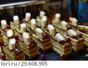 Купить «Portion puff biscuits with berries of red currant», фото № 29608905, снято 6 апреля 2018 г. (c) Володина Ольга / Фотобанк Лори