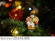 Купить «Новогодняя игрушка висит на ёлке крупным планом», эксклюзивное фото № 29616905, снято 25 декабря 2018 г. (c) Игорь Низов / Фотобанк Лори