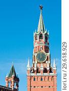 Купить «Спасская башня Кремля. Куранты показывают полдень. Москва», фото № 29618929, снято 26 сентября 2018 г. (c) Екатерина Овсянникова / Фотобанк Лори