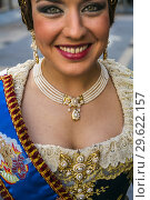 Fallas festival. Parade. Fallera, woman in traditional dress. Valencia. Valencian Community. Spain. (2015 год). Редакционное фото, фотограф Gonzalo Azumendi / age Fotostock / Фотобанк Лори